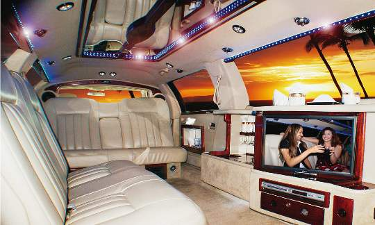 Inside the 2008 Lincoln Stretched 5th door by Coastline Limousine