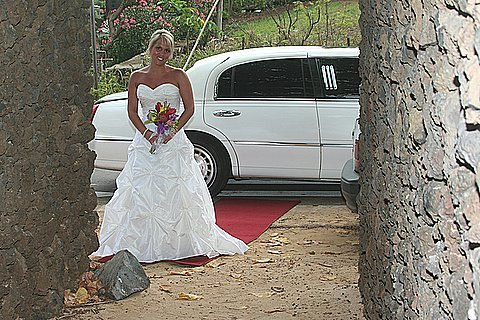 Limo wedding at Makenna Cove, Makenna Maui Hawaii